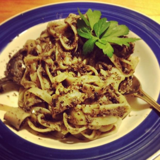 Pasta met champignons en olijven