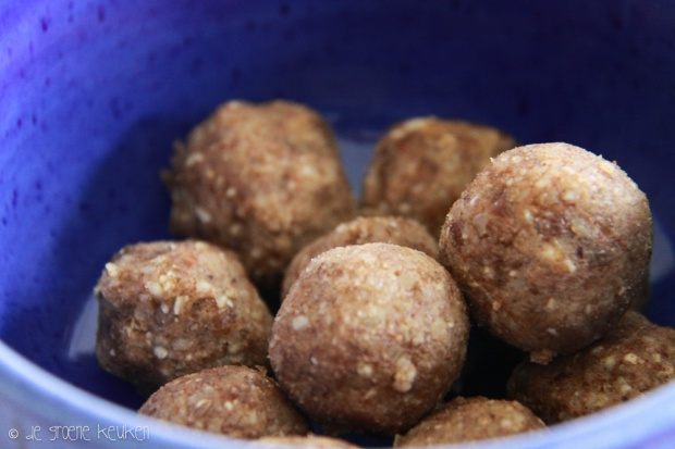 Kaneelballetjes (raw - vegan) | De Groene Keuken