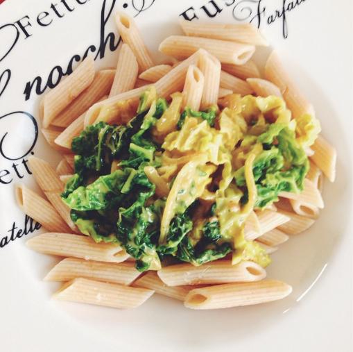 Gewokte groene kool met curry |De Groene Keuken