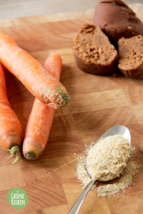 Seitan, wortels en edelgist op een eiland | De Groene Keuken #vegan #veganmofo #vgnmf15