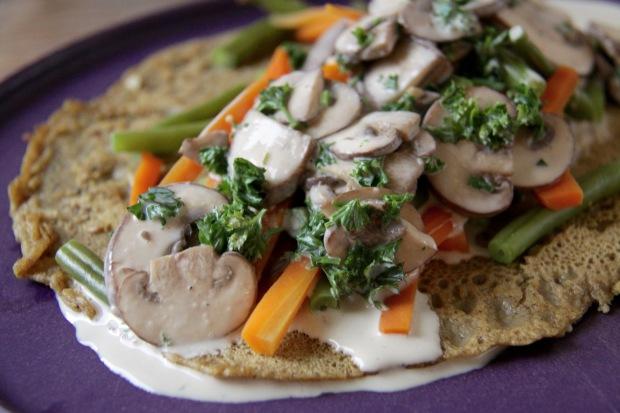 Hartige pannenkoek met wortels, sperziebonen en champignons | De Groene Keuken #vegan #veganmofo #vgnmf15