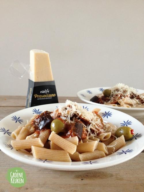 RECEPT: Pasta met Tomaten-Paprikasaus, Champignons en Aubergine | De Groene Keuken