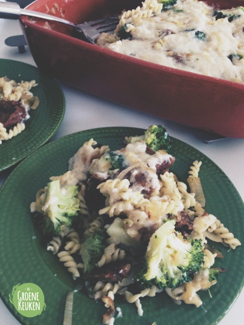 Pastaschotel met vegan bacon en broccoli | De Groene Keuken #vegan #veganmofo #vgnmf15