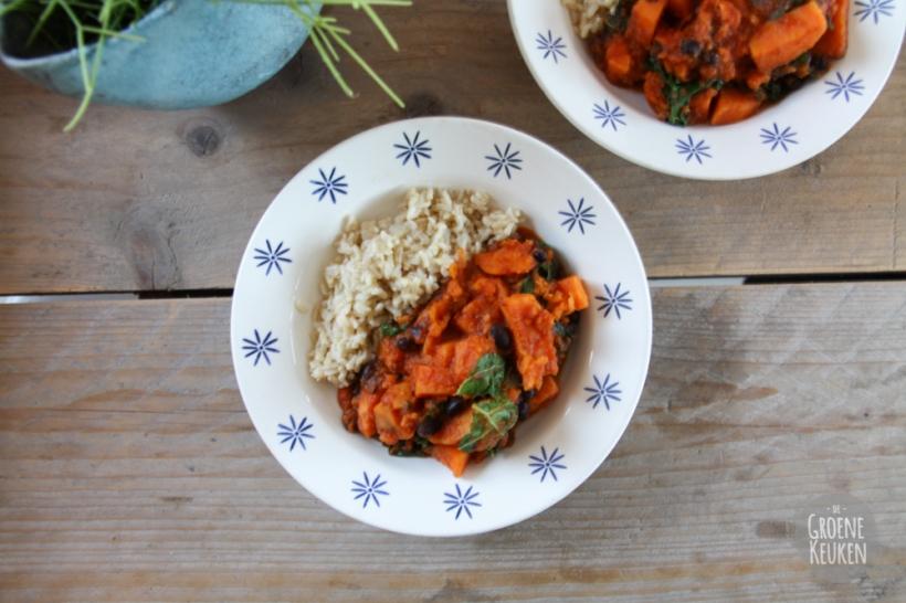 Pittige stoofpot van zoete aardappel uit Deliciously Ella Elke Dag | De Groene Keuken