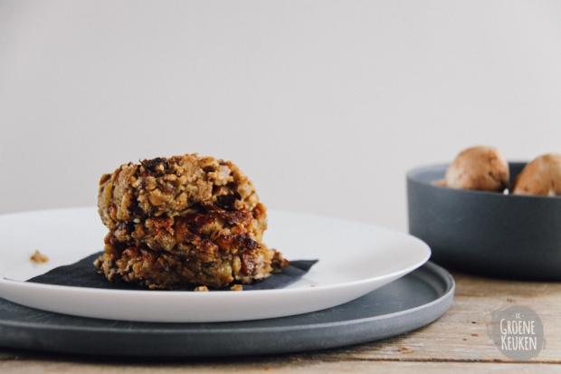 Champignonburger uit Veggie burgers, balletjes en broodbeleg | De Groene Keuken