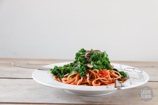 Roergebakken boerenkool met rode ui | De Groene Keuken
