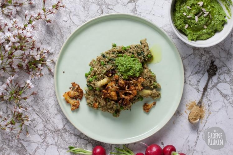 Risotto van quinoa met radijzenbladpesto en bloemkoolchips   De Groene Keuken